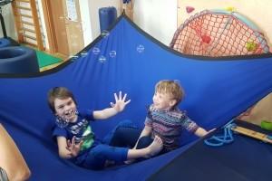 Zabawy na podwieszanej trampolinie
